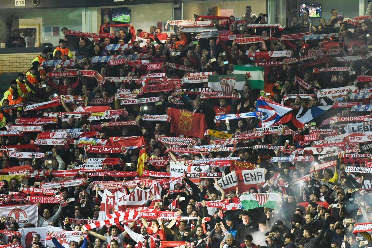 Pancartas y banderas en la Supercopa de Europa